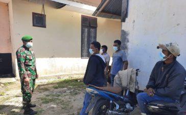 Babinsa Koramil 07/JH Himbau Warga Pendatang ke Desa Juhar Perangin-angin Tetap Jalankan Prokes