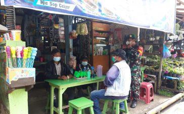 Babinsa Koramil 03/BT Berikan Himbauan Kepada Masyarakat di Warung Kopi