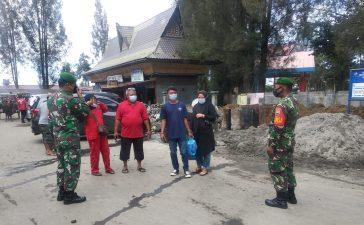 Babinsa Koramil 03/BT Terus Himbau Warga Pengunjung Lokasi Wisata di Berastagi