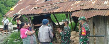Babinsa Koramil 03/BT Berikan Bantuan Sembako Kepada Masyarakat yang Membutuhkan