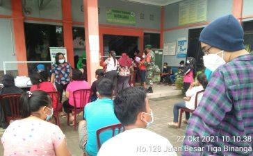 Babinsa Koramil 08/TB Dampingi Vaksinasi Kepada 710 Warga Tigabinanga