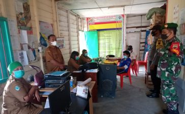 Babinsa Koramil 02/TP Himbau Perangkat Desa Untuk Bersama Sama Ajak Warga Patuhi Prokes